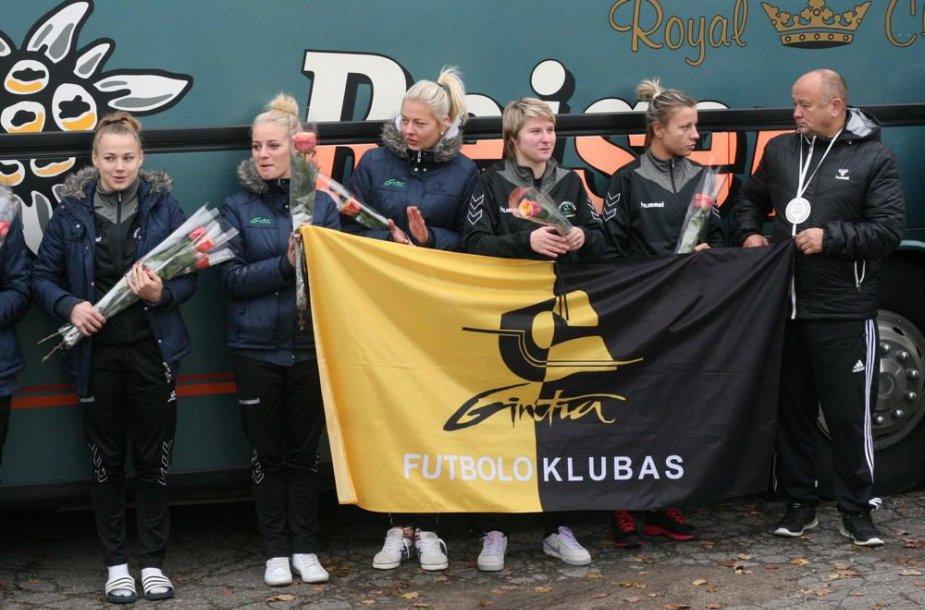 """Šiaulių moterų futbolo komandos """"Gintra-Universitetas"""" sutikimas"""