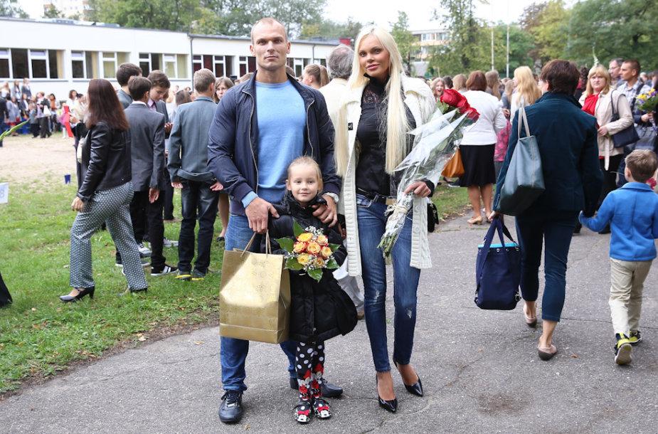 Vita ir Justas Jakučiai su dukra Nikoleta