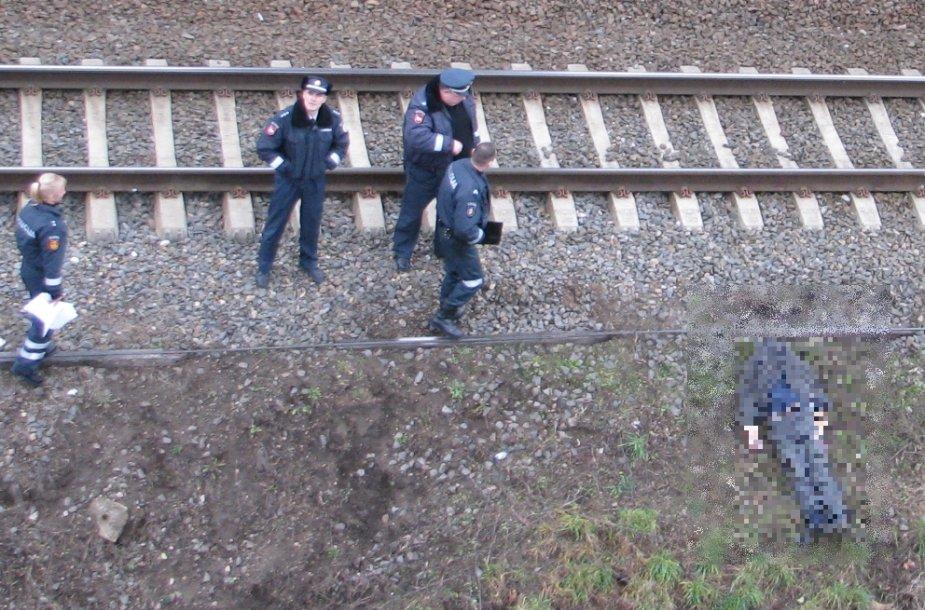 Ant geležinkelio bėgių nukrito žmogus