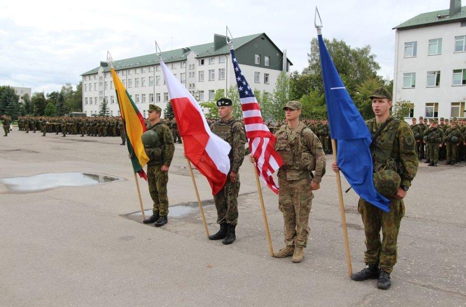 """Pratybose """"Stiprus husaras 2016"""" operacijas vykdys šauktiniai, rezervo kariai ir sąjungininkai iš JAV ir Lenkijos"""