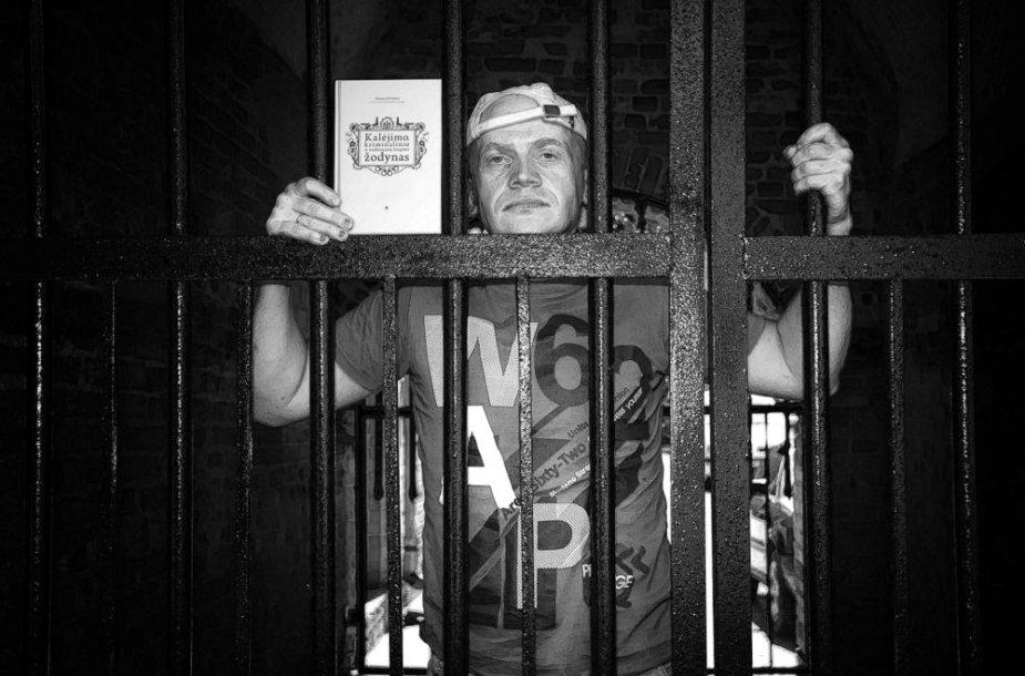 Docentas Robertas Kudirka išleido unikalų kalinių, narkomanų ir kišenvagių žodyną
