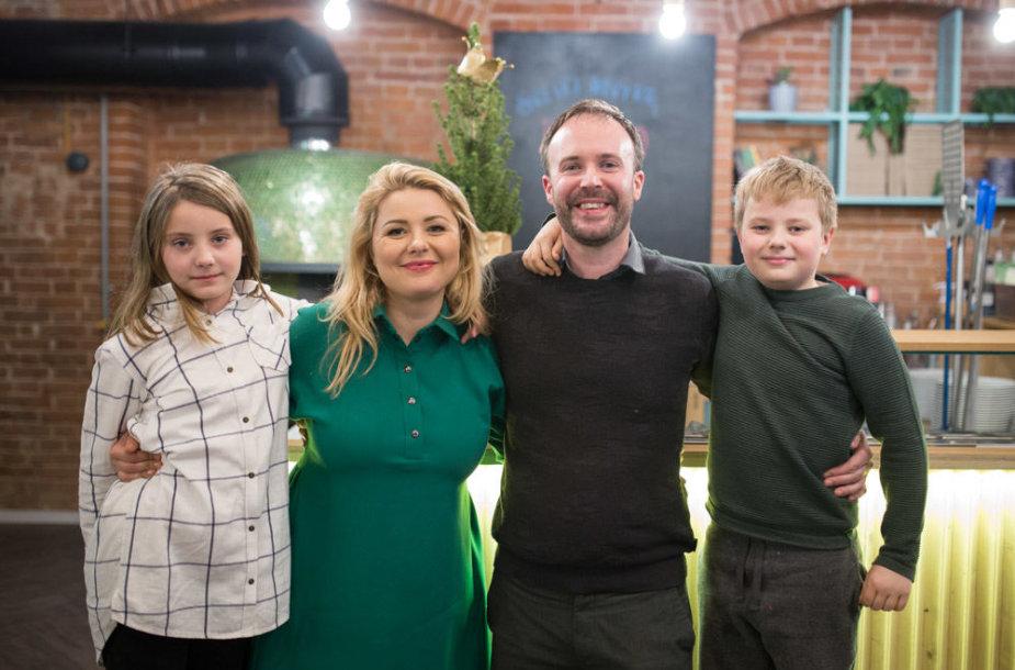 Beata ir Tomas Nicholsonai su vaikais