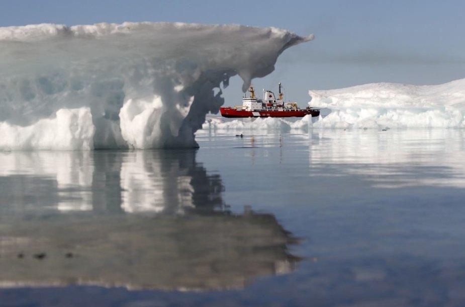 Ištirpus ledams laivai galės perplaukti Arkties vandenyną.