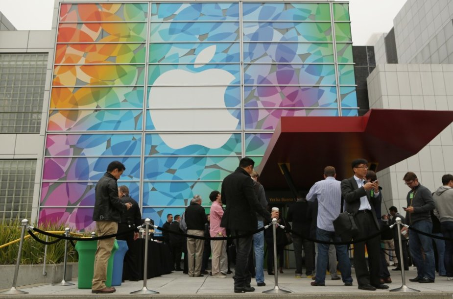 """""""Apple"""" naujovių pristatymo akimirka"""