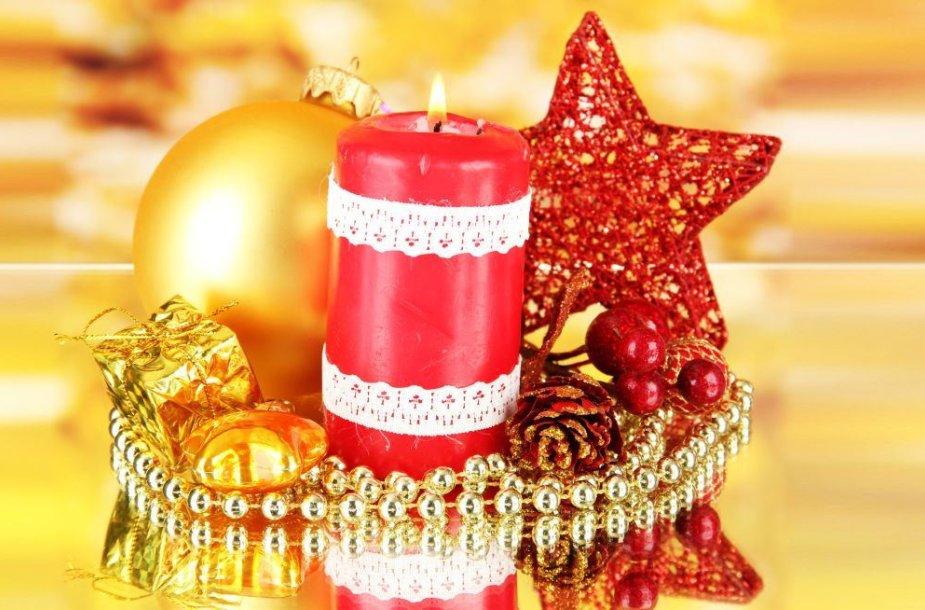 Nėriniais apklijuota žvakė