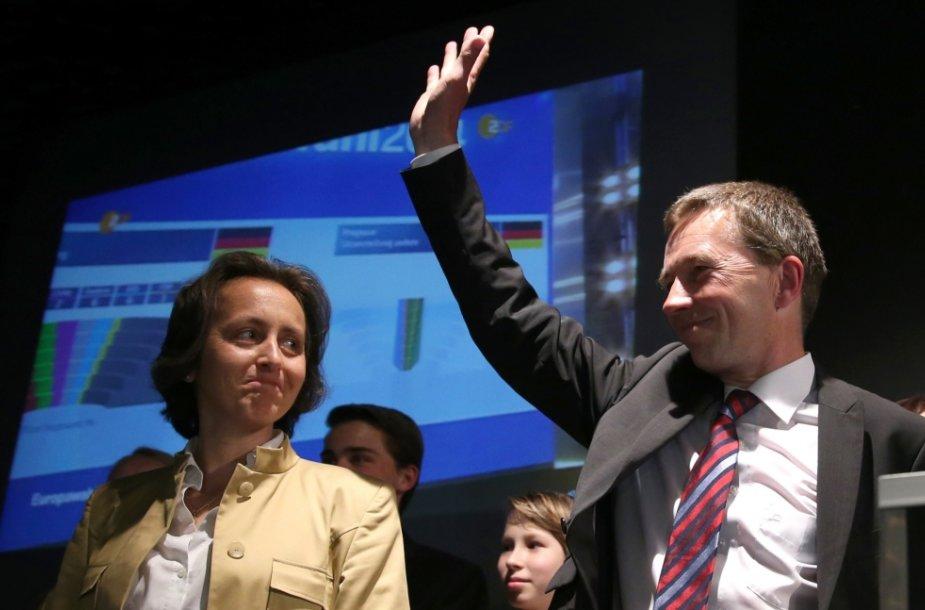 """Euroskeptiškos partijos """"Alternatyva Vokietijai"""" (AfD) įkūrėjas Berndas Lucke ir kandidatė Beatrix von Storch"""