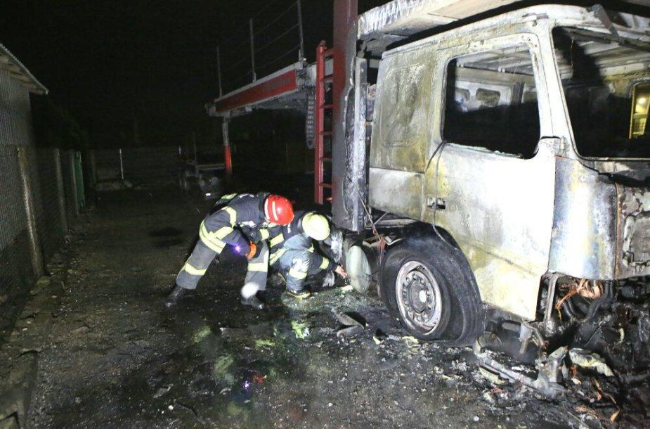 Kretingoje užsidegė autovežis 2015 m. sausio 03 d.