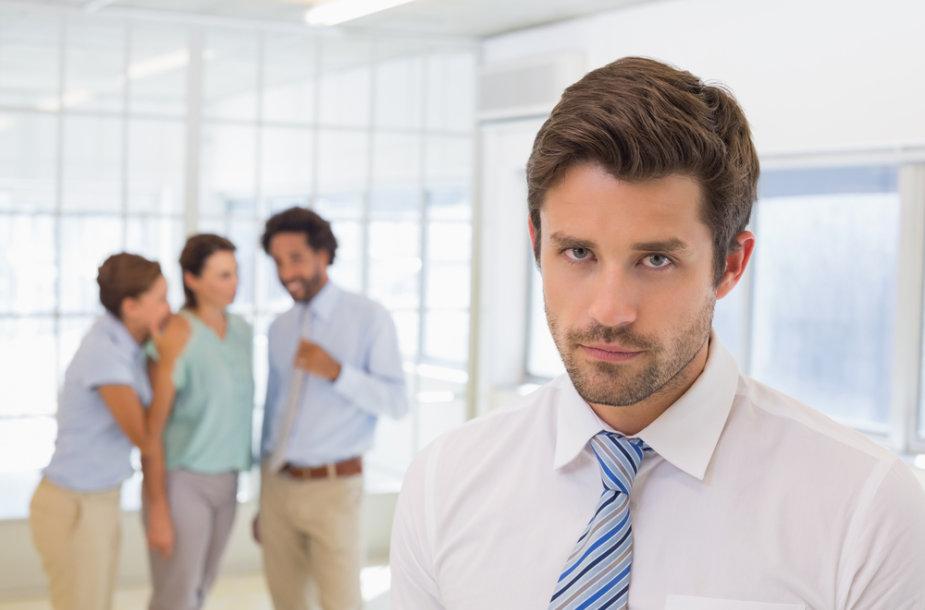 Intrigos darbe gali sumažinti motyvaciją.