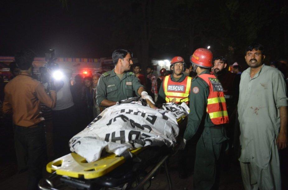 Pakistaną sukrėtė teroro išpuolis