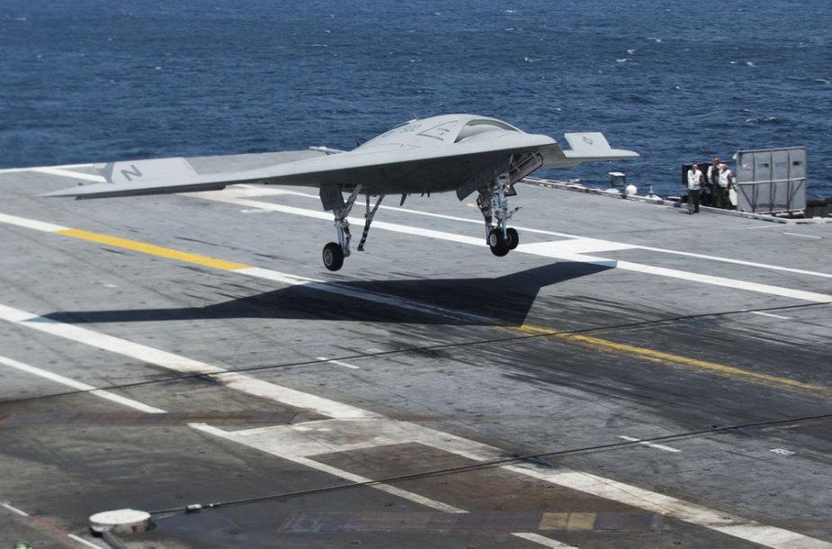Bepiločio lėktuvo X-47B pagaminimas kainavo 3,78 mlrd. litų