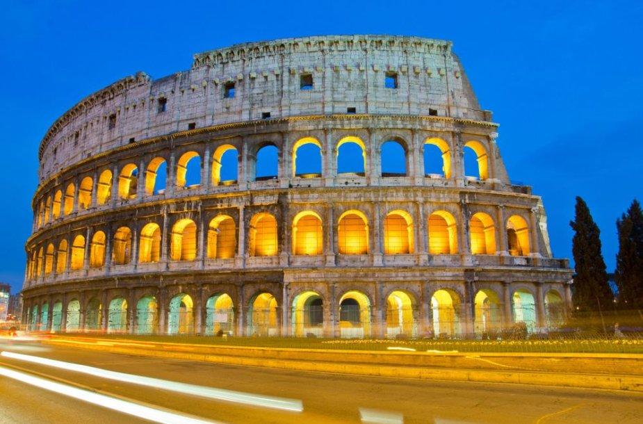 Italijos sostinėje Romoje prie Koliziejaus nuo šiol draudžiamas automobilių eismas.