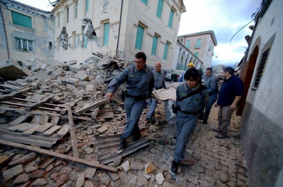 Italiją supurtė 6,2 balo žemės drebėjimas