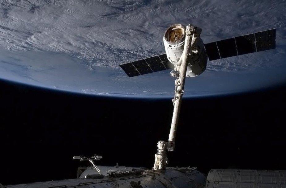 """Krovinių siuntą atgabenusi """"SpaceX"""" kapsulė """"Dragon"""""""