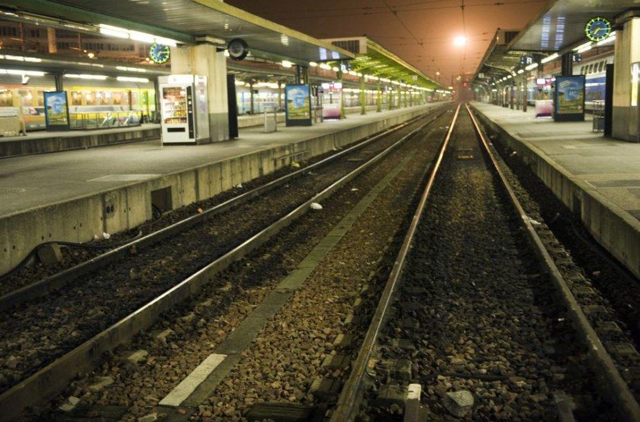 Traukinių peronas