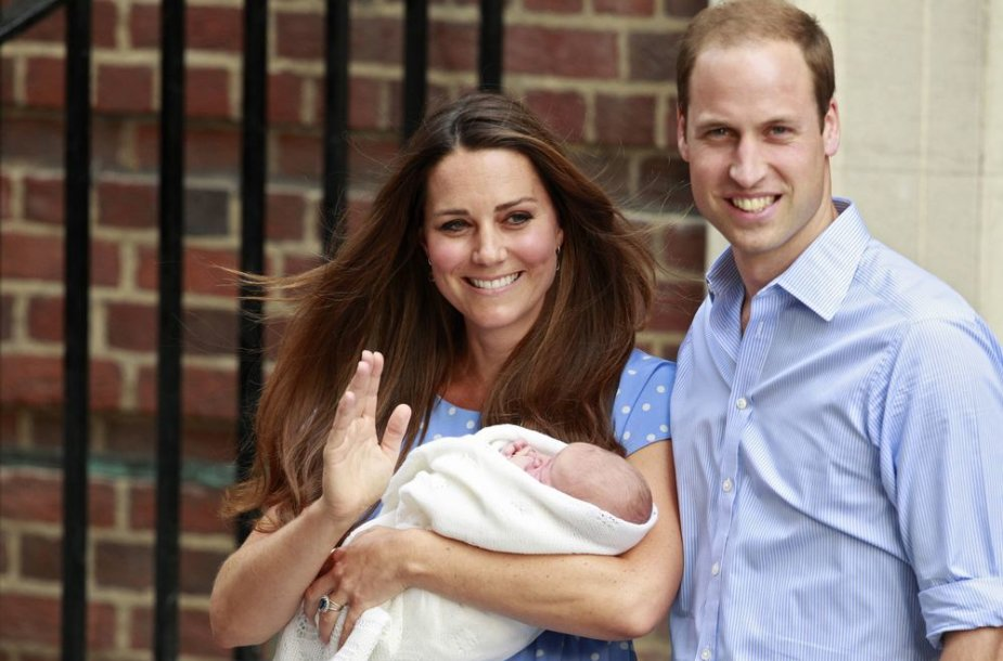 Kembridžo hercogienė Catherine ir princas Williamas su sūnumi