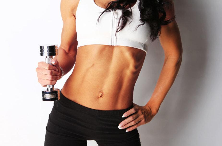 Sportiško sudėjimo merginos kūnas