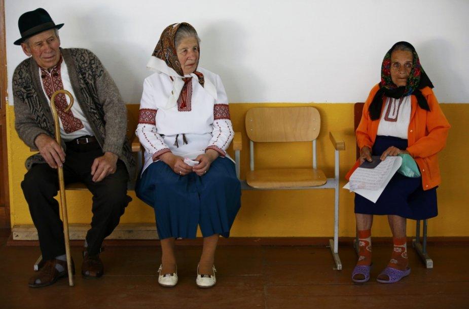 Rinkėjai balsuoja Ivano-Frankivske