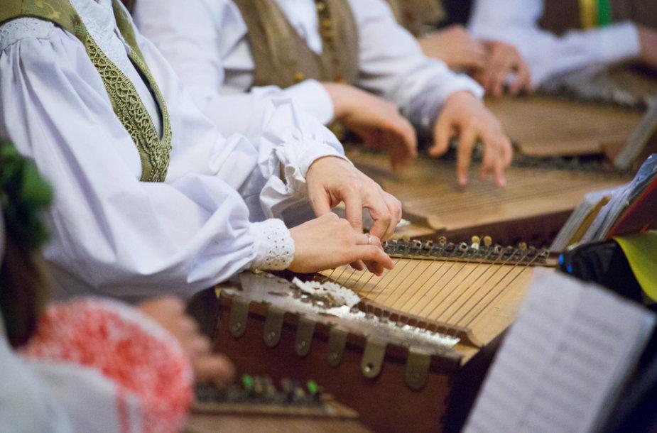 Po Šv. Jonų bažnyčios skliautais skambėjo kanklių muzika