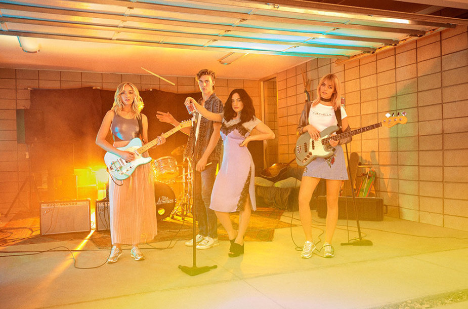 """H&M Loves Coachella"" kampanija su grupe ""The Atomics"""