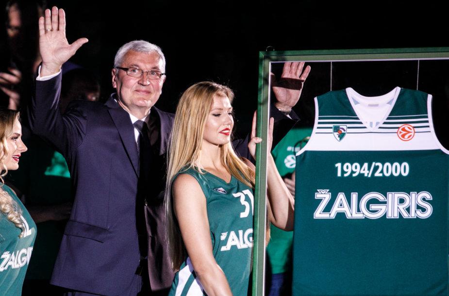 Pertraukos metu pagerbta 1999 komanda ir Jonas Kazlauskas