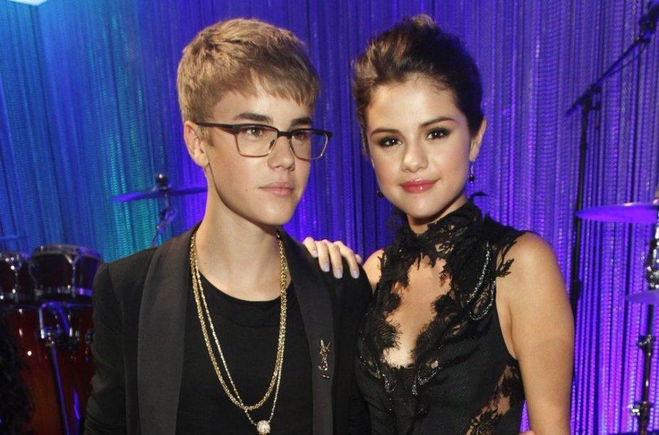 Justinas Bieberis ir Selena Gomez 2011-aisiais