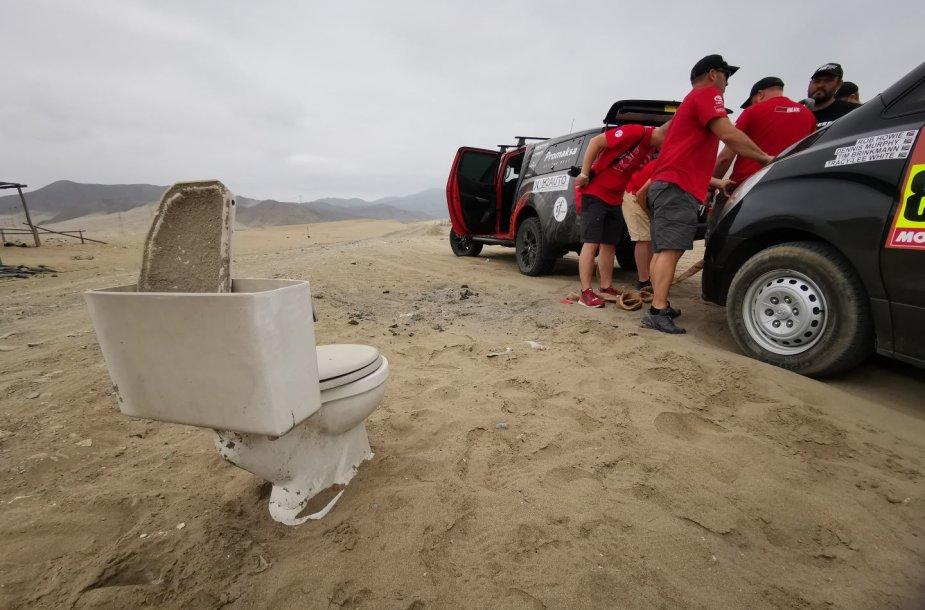 """Dakaro dienoraštis: """"Toyota Gazoo Racing"""" automobilio gelbėjimo operacija"""