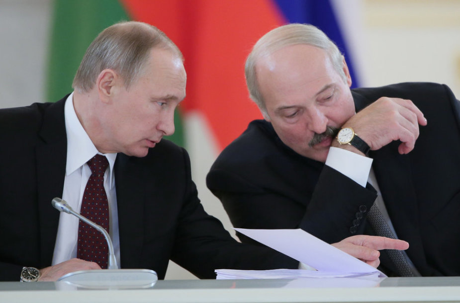 ITAR-TASS: MOSCOW, RUSSIA. DECEMBER 25, 2013. Russia's president Vladimir Putin (L) and Belarusian president Alexander Lukashenko at a meeting of the Russia-Belarus Union State Supreme State Council at Moscow's Kremlin. (Photo ITAR-TASS/ Mikhail Metzel)