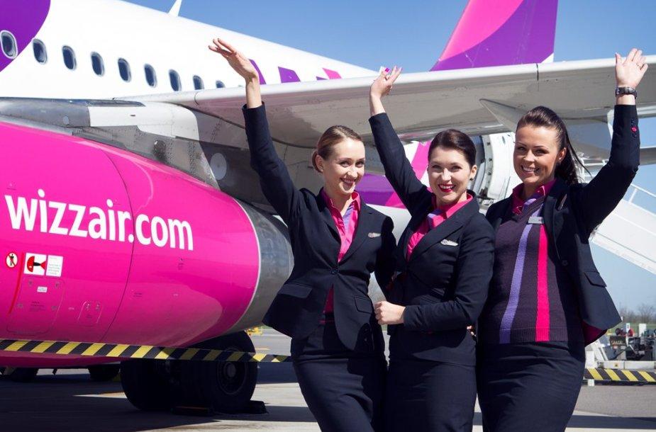 """""""Wizz Air"""" skrydžių palydovės"""