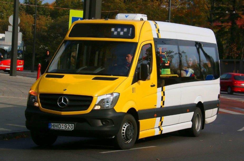 """Kauno miesto gatvėse pasirodė dar penki naujieji """"Mercedes Benz Sprinter"""" mikroautobusai, kurie važiuoja 55-uoju maršrutu """"Šilainiai – Palemonas""""."""