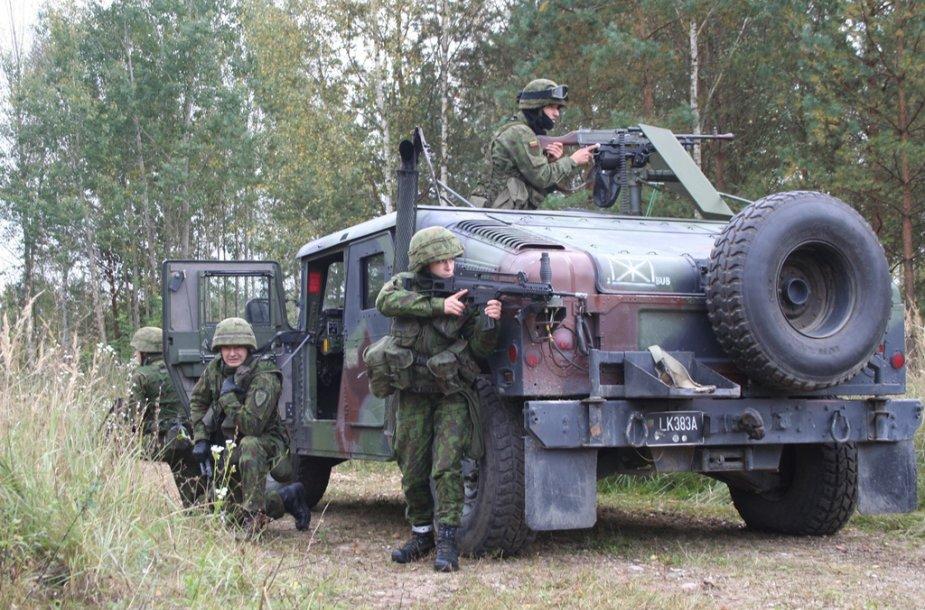 Lietuvos didžiosios kunigaikštienės Birutės ulonų bataliono kariai surengė vadaviečių skleidimo pratybas.