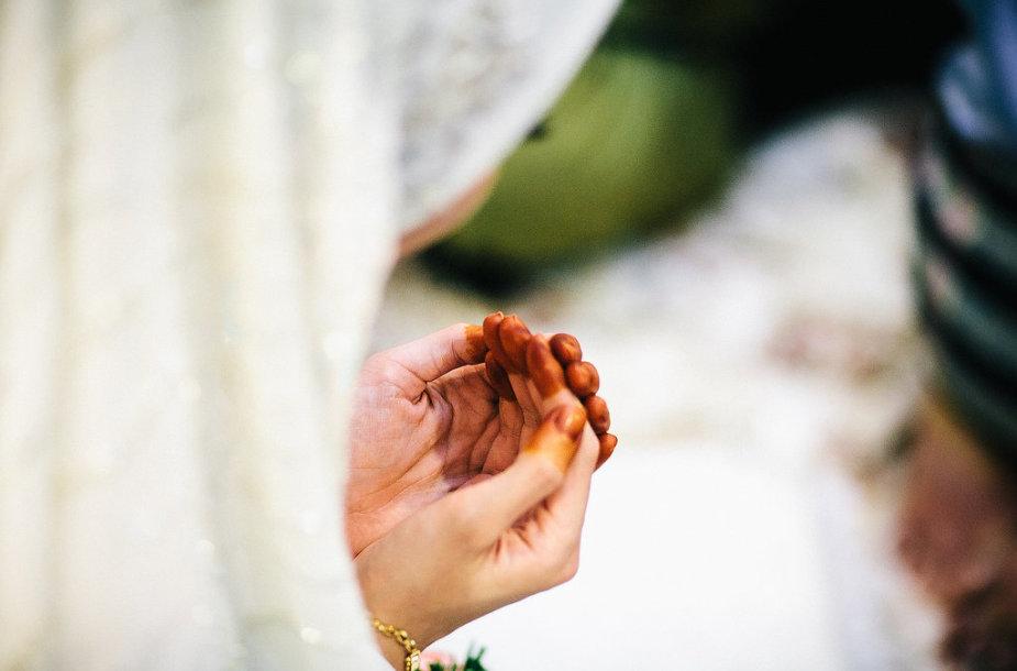 Pakistanietis, ieškantis lietuvės žmonos laiko negaišo.