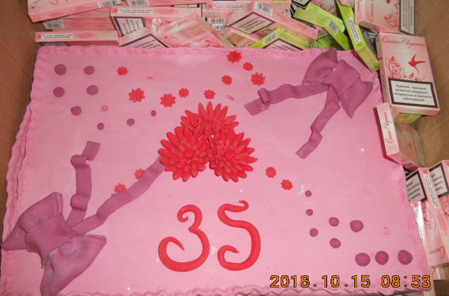 Cigaretės gimtadienio torte