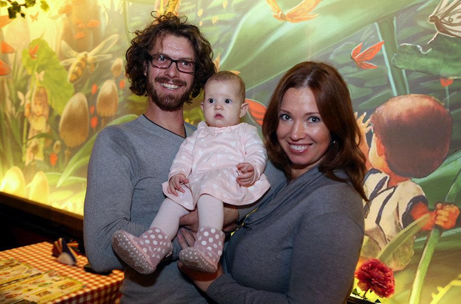 Gintarė Karaliūnaitė Canuel su dukrele Sofia ir vyru Marco André