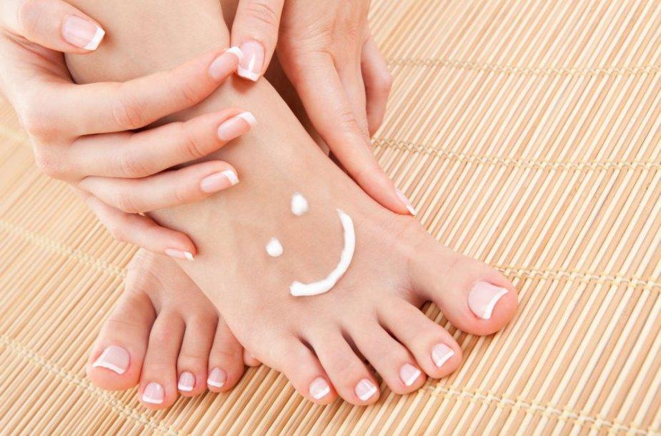 Pedikiūras – ne tik estetinė, bet ir sveikų pėdų profilaktinė procedūra.
