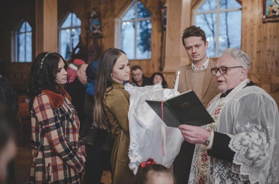 Irūnos Puzaraitės-Čeponienės dukros krikštynų akimirka