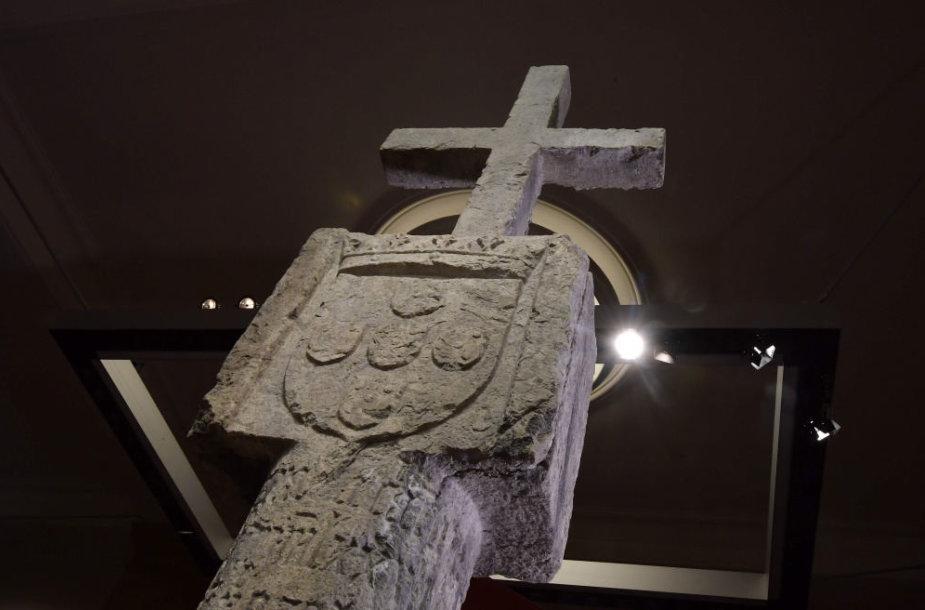 XV amžiaus akmeninis kryžius