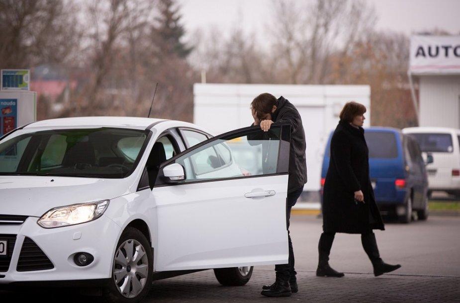Socialinis eksperimentas: kaip žmonės reaguoja į girtą vairuotoją?