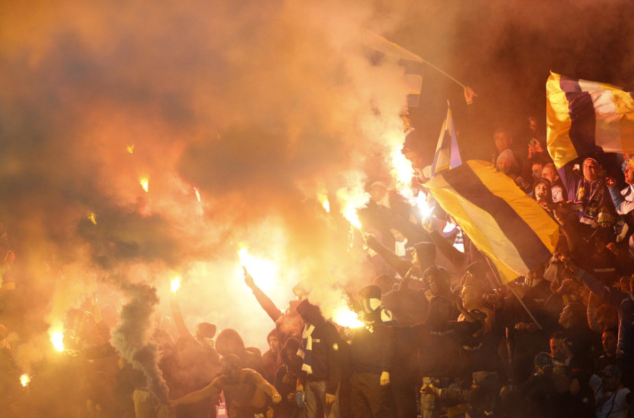 Боснийские болельщики на стадионе в Каунасе.