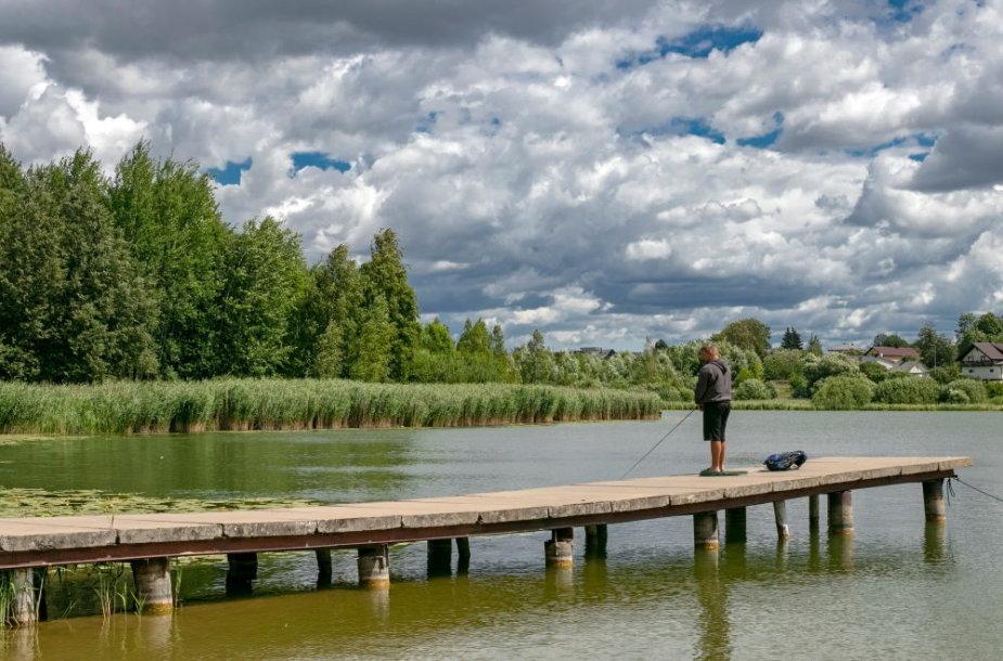 Žvejas prie Vyžuonaičio ežero