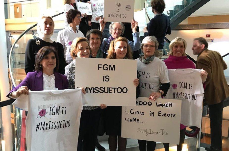 Europarlamentarai protestavo prie moterų genitalijų apipjaustymą