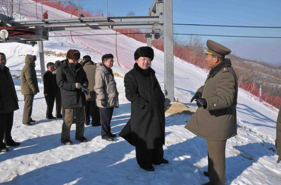 Kim Jong Unas apsilankė naujajame Šiaurės Korėjos slidinėjimo kurorte