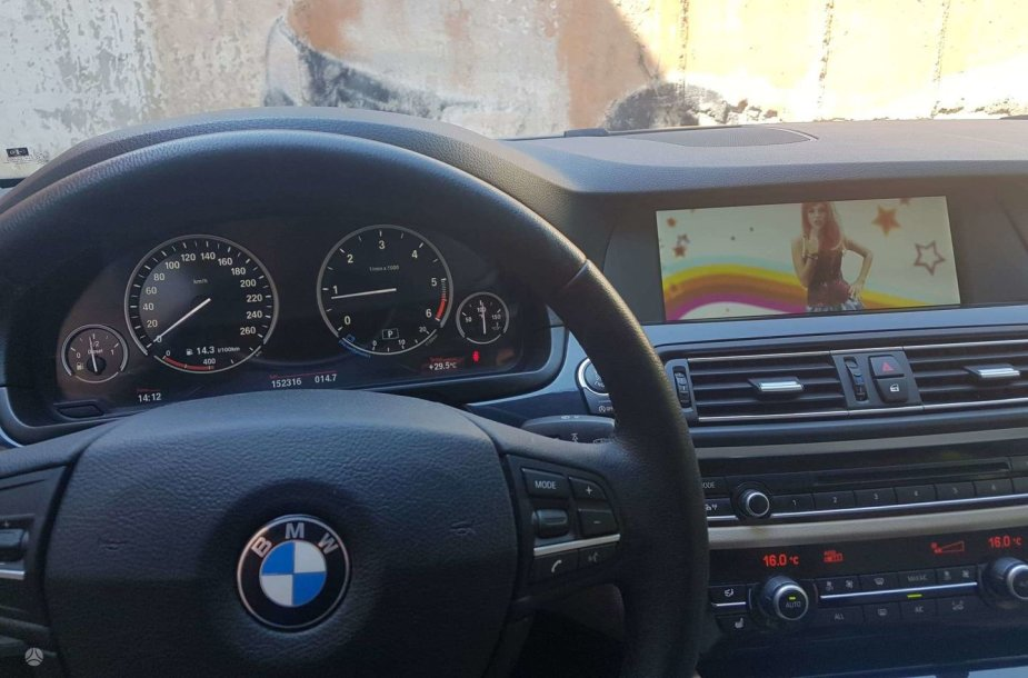 Parduodamas BMW, kurio rida užminė mįslę