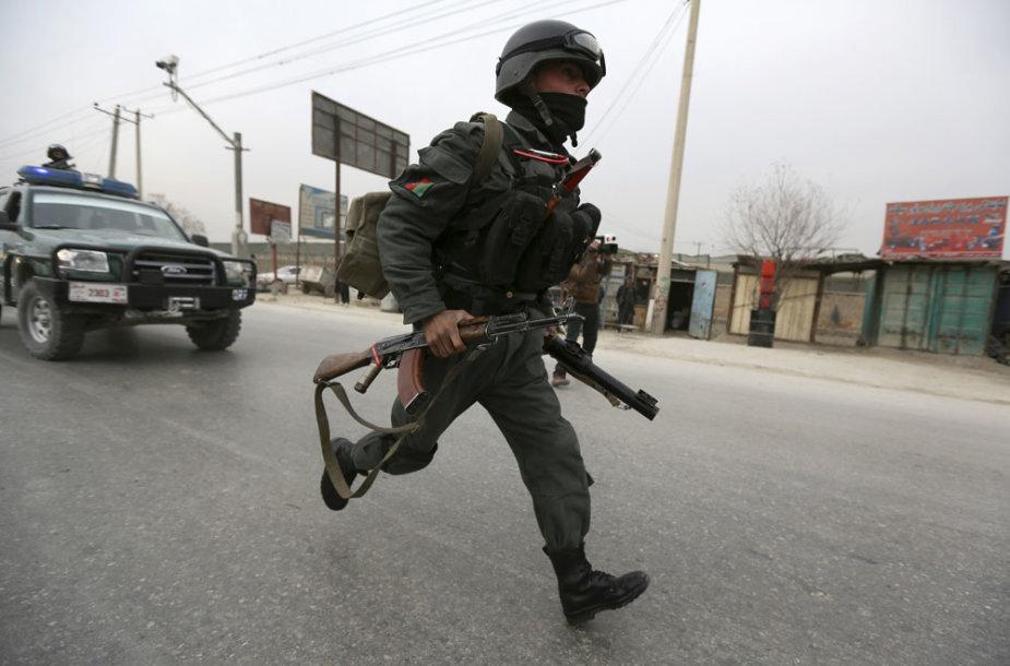Afganistano policininkas įvykio vietoje Kabule
