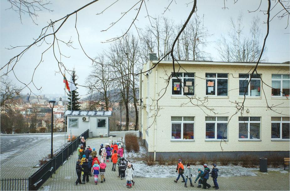 Tarptautinė Amerikos mokykla Vilniuje pasveikino Lietuvą amerikietišku miuziklu su lietuviškais motyvais