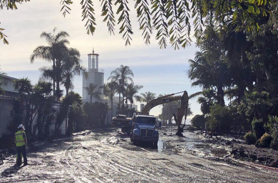 Kalifornijoje žemės nuošliaužoje žuvusių žmonių skaičius pasiekė 17