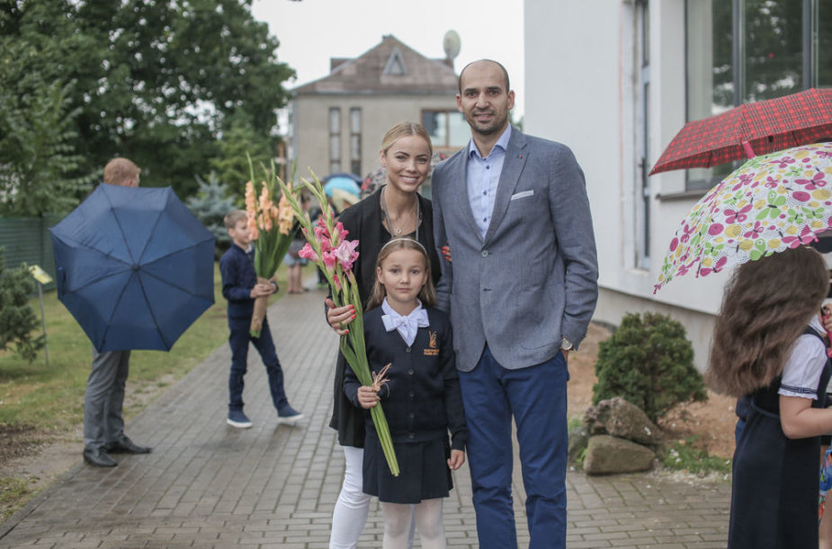Goda ir Rolandas Alijevai su dukra Tėja