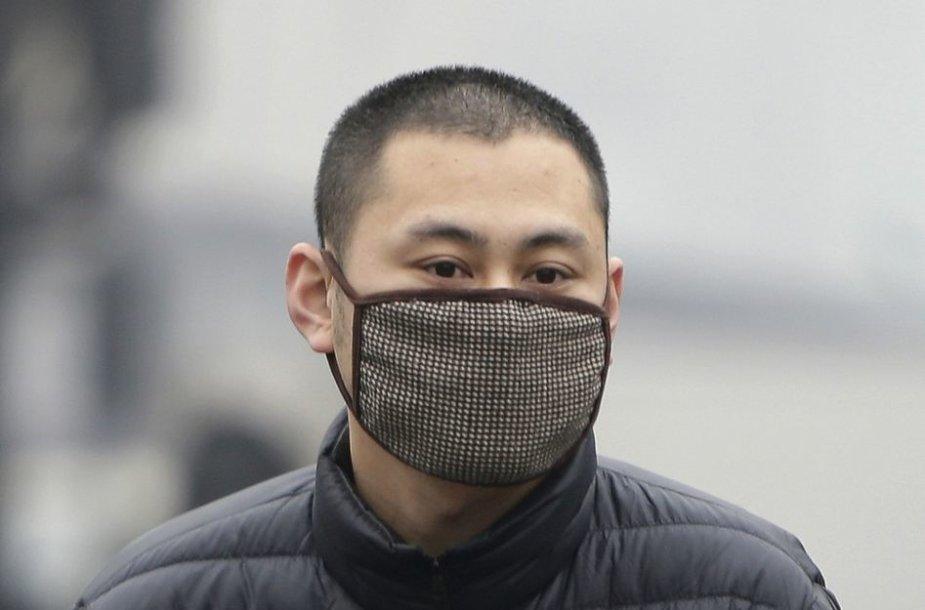 Vyras su respiratoriumi