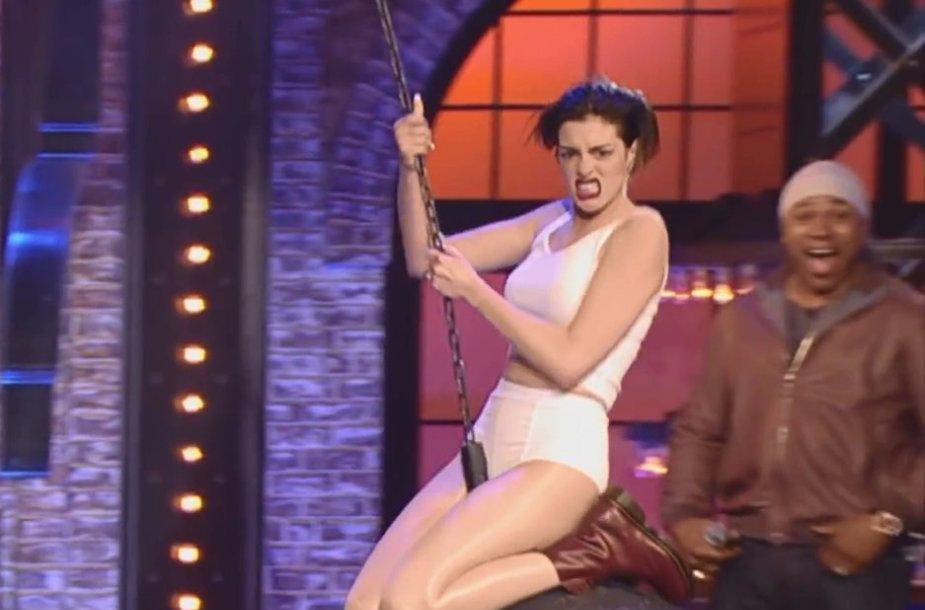 """Anne Hathaway laidoje """"Lip Sync Battle"""""""