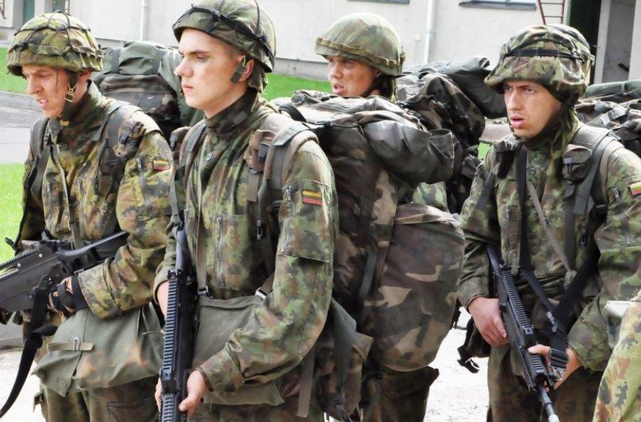 Mokiniai dalyvavo 12 savaičių trukmės Baziniuose kariniuose mokymuose (BKM)