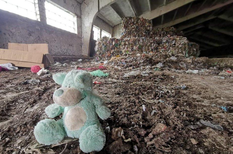 Plastikas fermoje Čekiškių kaime
